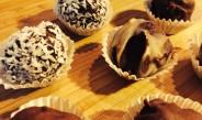 Pralinki czekoladowe w różnych wariacjach smakowych.
